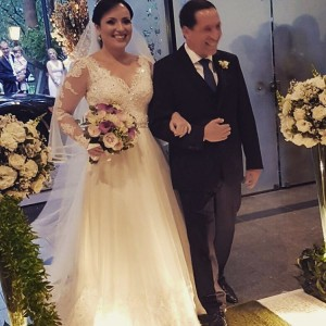 Camila  Uma de nossas noivas do final dehellip
