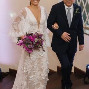 Mariana Maravilhosaaa vestindo nosso modelo Maria Flor! Toda felicidade dohellip